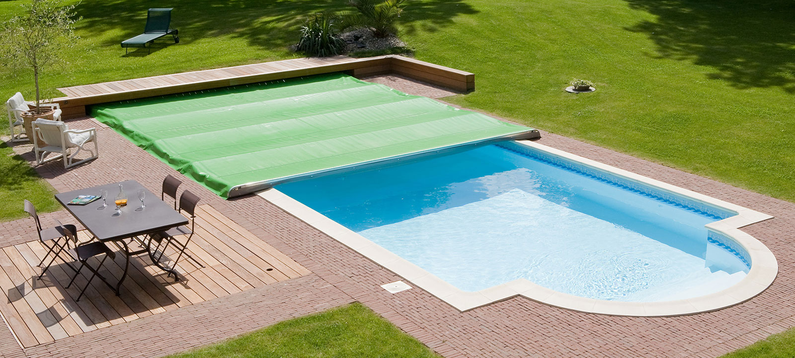 Couverture piscine rigide couverture piscine rigide with for Piscine rigide